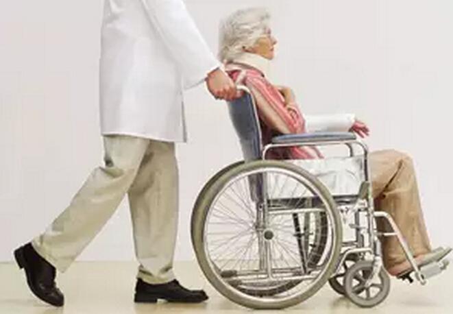 短病程RA患者的功能障碍可能与老年发病有关